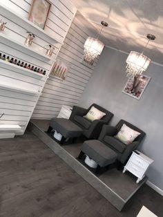 Ideas pedicure spa salon manicure station for 2019 Home Nail Salon, Nail Salon Design, Salon Interior Design, Beauty Salon Decor, Beauty Salon Design, Beauty Salon Interior, Small Beauty Salon Ideas, Privates Nagelstudio, Manicure Station