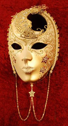 I love the detailed designs on the mask  Volto Luna... Venetian mask