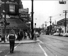 College Hill... @ the corners of Cedar & Hamilton Avenues. Sometime within the 60's.