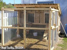 Chicken Coop - Chicken Coop / Hen Coop Building Idea Building a chicken coop does not have to be tricky nor does it have to set you back a ton of scratch. Chicken Coop Designs, Chicken Coop Kit, Cheap Chicken Coops, Chicken Barn, Portable Chicken Coop, Backyard Chicken Coops, Building A Chicken Coop, Chicken Runs, Chickens Backyard
