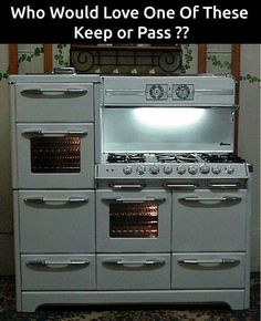 O'Keefe & Merritt Aristocrat King Of Gas Ranges 6 Burner Double Oven Double Broiler with warming oven & GRIDDLE ~ I would love to have this stove! Antique Kitchen Stoves, Antique Stove, Old Kitchen, Kitchen Items, Kitchen Dining, Kitchen Decor, Kitchen Oven, Vintage Kitchen Appliances, Old Stove