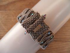 sofie: layered loops voor mezelf! Beading Tutorials, Beading Patterns, Beading Ideas, Bangle Bracelets, Bangles, Herringbone Stitch, Bead Weaving, Beaded Jewelry, Jewellery