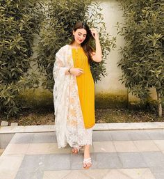 In reference to my last night's story, I think it's important to talk on this topic. What people need to understand is that everybody has… Pakistani Fashion Party Wear, Pakistani Dresses Casual, Pakistani Dress Design, Indian Fashion, Dress Indian Style, Indian Dresses, Ethnic Outfits, Indian Outfits, Dress Outfits