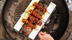 Το μυστικό για ένα μπάρμπεκιου δίχως γκρίνιες – My Review Skewers, Kebabs, Grill Set, Wood Burning Oven, Foil Pack Meals, Skewer Recipes, Campfire Food, Serious Eats, Pastry Cake