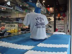 Montra realizada para a loja Bazar Desportivo em Guimarães