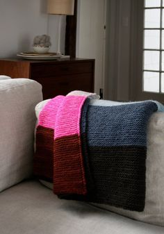 Free knitting pattern: Super Easy Lap Blanket by Purl Soho | The Super Easy Baby Blanket has become something of an institution here at the Purl Bee. We love how accessible this pattern is to knitters of all levels, and even more, we love the opportunity to play with gorgeous palettes of color!