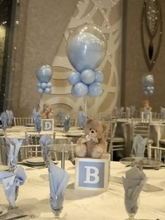 Baby boy baby shower decorating tables with blue balloons and teddy bears. It is super cute. babyteddybear Baby boy baby shower decorating tables with blue balloons and teddy bears. It is super cute. Décoration Baby Shower, Teddy Bear Baby Shower, Baby Shower Balloons, Shower Party, Shower Favors, Baby Shower For Boys, Boy Baby Showers, Baby Boy Balloons, Shower Invitations