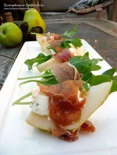 Prosciutto Wrapped Blue Cheese Pear Bites ~ Sumptuous Spoonfuls recipe appetizers parties food Prosciutto Pear Bites w Herbs & Blue Cheese Appetizers For Party, Appetizer Recipes, Cheese Appetizers, Elegant Appetizers, Appetizer Dips, Canapes Recipes, Gourmet Appetizers, Good Food, Yummy Food
