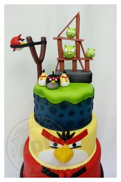 Idea for top of a giant cupcake Bolo Angry Birds, Angry Birds Birthday Cake, Festa Angry Birds, Bird Birthday Parties, Birthday Cakes, Pretty Cakes, Beautiful Cakes, Amazing Cakes, Fondant Cakes