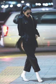 Son Na Eun Incheon Airport South Korean Girls, Korean Girl Groups, Airport Style, Airport Fashion, Apink Naeun, Son Na Eun, Korean Couple, Korean Fashion, Asian Girl