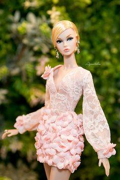 I am in love wid the shape of u Barbie Gowns, Barbie Dress, Barbie Clothes, Fashion Royalty Dolls, Fashion Dolls, Fashion Dresses, Girl Fashion, Barbie Fashionista, Glamour