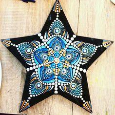 Dot Art Painting, Mandala Painting, Mandala Dots, Mandala Design, Dots Design, Design Art, Star Designs, Pictures To Paint, Painted Rocks