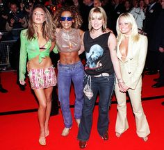 Victoria Beckham and the Spice Girls in November 2000 celebrating the release of third album Forever, made without Geri Halliwell 2000s Fashion, Girl Fashion, Fashion Outfits, Fashion History, Retro Fashion, Spice Girls, Victoria Beckham, Baby Spice, Geri Halliwell