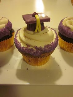 Graduation cupcakes. Definitely will make these for my sister's and boyfriend's sister's graduation parties!