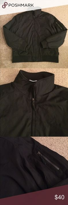 """$35 like new Calvin Klein winter coat Like new! Only worn a couple of times. ✔The price in the beginning of the title of my listings is the bundle price. These prices are valid through the """"make an offer"""" feature after you create a bundle. These bundle orders must be over $15. Ask me about more details if interested.  ❌No trades ❌No holds Calvin Klein Jackets & Coats"""