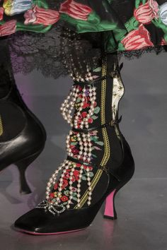 Vintage Shoes Gucci at Milan Fashion Week Fall 2017 - Details Runway Photos - Gucci at Milan Fashion Week Fall 2017 - Details Runway Photos Diy Wedding Shoes, Wedge Wedding Shoes, Bridal Shoes, Wedge Shoes, Shoes Heels, Prom Shoes, Louboutin Shoes, Vans Shoes, Oxford Shoes