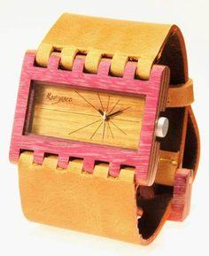 Reloj de pulso en madera marca Maguaco RM003. Maderas: Nazareno y Guayacán Hobo. $170.000 COP