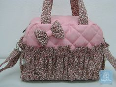 kit bolsa maternidade oncinha Bag Patterns To Sew, Baby Patterns, Sewing Patterns, Cute Diaper Bags, Cute Bags, Lace Jeans, Diy Wallet, Jean Crafts, Pouch Bag