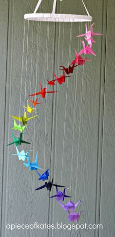 This origami crane rainbow mobile is sure to brighten up your room and test your dexterity :) (via Sugar Bee Crafts) - peace cranes Origami Arco Iris, Rainbow Origami, Origami Paper, Diy Paper, Paper Crafting, Paper Art, Diy Origami, Origami Cranes, Hanging Origami