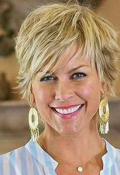 Korta frisyrer kvinnor 50+! Dessa SUPERFRISYRER gör att kvinnorna ser 10 år YNGRE ut! Se så de SKINER!