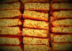 Bestanddele 1 kg bruismeel 5 koppies semel / All-bran 400 ml suiker 2 tl bakpoeier – mooi gelyk teen rand 1 tl sout margarien Stork Bake 3 jum. Tart Recipes, Sweet Recipes, Baking Recipes, Bread Recipes, South African Dishes, South African Recipes, Rusk Recipe, Recipe Box, Kos