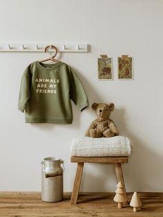 La nouvelle collection d'Organic Zoo | MilK Kids Dungarees, Kids Bedroom Dream, British Fashion Brands, Friends Sweatshirt, Organic Baby Clothes, Inspiration For Kids, Unisex, Zoo Animals, Kids Decor