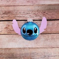 Custom designed Disney Lilo and Stitch, Stitch inspired Christmas Ornament. Very unique ornament. Vinyl Christmas Ornaments, Disney Christmas Decorations, Disney Ornaments, Christmas Tree Themes, Disney Diy, Disney Crafts, Lilo Ve Stitch, Disney Stitch, Homemade Christmas Gifts