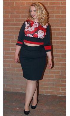 @eloquii  Colorblock Top in Brushstroke Floral on Gwynnie Bee member @kerryforward