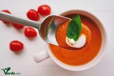 Poate cea mai buna supa crema de rosii din viata mea. Nu este prima incercare, am un numar mare de retete testate pana acum. Niciuna ... Thai Red Curry, Mai, Panna Cotta, Food And Drink, Healthy, Ethnic Recipes, Soups, Kitchen, Ideas