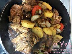 간장 돼지등뼈찜 황금레시피 :: 어마어마한 양이니 놀람주의 : 네이버 블로그 Yams, Korean Food, Pot Roast, Beef, Ethnic Recipes, Carne Asada, Meat, Roast Beef, Korean Cuisine