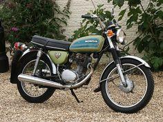 Honda 125, Honda Bikes, Honda Motorcycles, Honda Motorbikes, Motorised Bike, Vintage Japanese, British Car, Vehicles, Classic