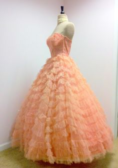 This is beautiful!  Vintage 1950s Strapless Gown Couture Tulle and Lace by divelegant, $250.00
