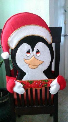 cubre silla pingüino Fieltro Navideño /Karla N Garcia Rivera Christmas Items, Christmas 2017, Xmas, Holiday Crafts, Holiday Decor, Christmas Decorations, Christmas Ornaments, Smurfs, Snowman