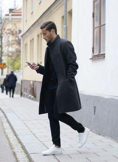 Black overcoat, black jeans, and new white sneakers. Men Street, Street Wear, Street Chic, Black Overcoat, Long Overcoat, Mode Man, Winter Stil, Fall Winter, Winter White