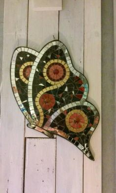 Butterfly Mosaic, Red Butterfly, Garden Ideas To Make, Mosaic Artwork, Garden Deco, Mosaic Garden, Mosaic Patterns, Antique Shops, Mosaic Tiles