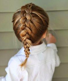 formidable coiffure bébé fille avec une tresse classique, look de princesse