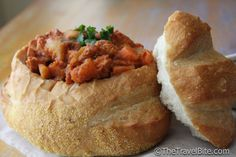 Bunny chow, often referred to as a Bunny is a South African fast food dish consisting of a hollowed out loaf of bread filled with curry, that originated in Durban. Bunny chow is also called a kota in many parts of South Africa. South African Recipes, Indian Food Recipes, Indian Foods, Ethnic Recipes, South African Bunny Chow, Kos, Ma Baker, Food Terms, Best Street Food