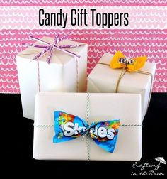 25 Creative and Frugal DIY Gift Wrapping Ideas - Every kid in the world would love a candy gift topper Creative Gift Wrapping, Creative Gifts, Wrapping Gifts, Gift Wrapping Ideas For Birthdays, Birthday Wrapping Ideas, Easy Gift Wrapping Ideas, Holiday Gifts, Christmas Gifts, Christmas Candy