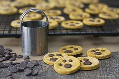 Homemade Paw Print Dog Treats with melted carob chips and peanut butter are sure make your furry friends beggingl for more! Dog Treat Recipes, Dog Food Recipes, Carob Chips, Dog Bakery, Puppy Treats, Dog Diet, Dog Cookies, Homemade Dog Treats, Peanut Butter