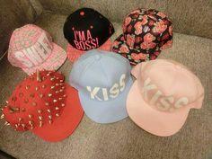 me encantan todas estas gorras planas :D