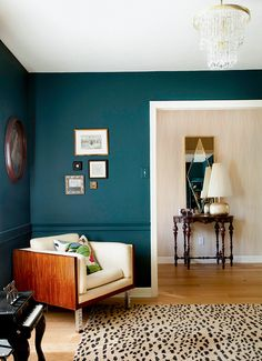 A small living-room can present a couple of style challenges, however with the right design ideas, small rooms can be changed to create stunning living spaces. See our best living room design that can give you the best inspiration ! Teal Rooms, Teal Walls, Dark Walls, Accent Walls, Dark Painted Walls, Burgundy Walls, Dark Green Walls, My Living Room, Home And Living