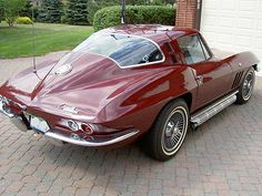 i think the older corvettes are just better corvette stingray. Old Corvette, 1965 Corvette, Corvette Summer, Classic Corvette, Chevrolet Corvette Stingray, Classic Hot Rod, Classic Cars, Pony Car, Cars