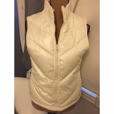 PUFFY VEST White, puffy vest Great for winter  Make me an offer! Old Navy Jackets & Coats Vests