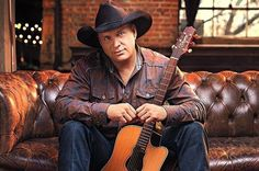 Garth Brooks to Play in Houston for First Time in 17 Years