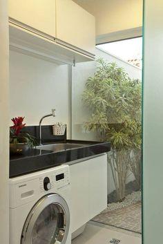 Conheça soluções inteligentes e práticas para aproveitar melhor o espaço ao organizar uma lavanderia em um espaço restrito.Conheça soluções inteligentes e práticas para aproveitar melhor o espaço ao organizar uma lavanderia em um espaço restrito.