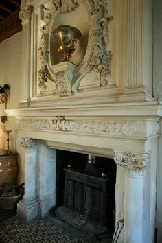 Photo gallery of Classic French Châteaux fireplaces - hi-res pictures and images. Dordogne, France