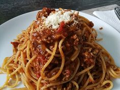 Quick Bolognese sauce by chef The post Quick Bolognese sauce appeared first on Woman Casual - Food and drink Pasta Bolognese, Best Bolognese Sauce, Homemade Bolognese Sauce, Bolognese Recipe, Vegetarian Spaghetti, Spaghetti Squash Recipes, Baked Spaghetti, Pizza Recipes, Sauce Recipes