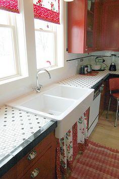 classic black and white retro vintage hexagon tile countertop Kitchen Mosaic, Black Interior Doors, Countertops, Kitchen Remodel, Tile Countertops Kitchen, Kitchen, Kitchen Dining Room, Kitchen Redo, Retro Kitchen