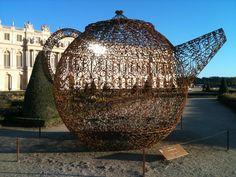 Oeuvre de Joana Vasconcelos dans les jardins de Versailles en 2012, France
