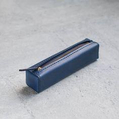 School Pencil Case, Leather Wallet Pattern, Leather Pencil Case, Minimalist Leather Wallet, Pen Case, Leather Projects, Leather Craft, Leather Bags, Leather Design